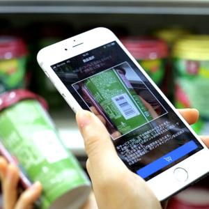 「ローソンスマホレジ」が全国1000店舗に拡大へ。店内どこでも決済が可能なサービスは、体験をどう変えるか