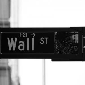 実は、年1.1兆円もの損害を被っている。金融機関が顧客体験に挑む必要性
